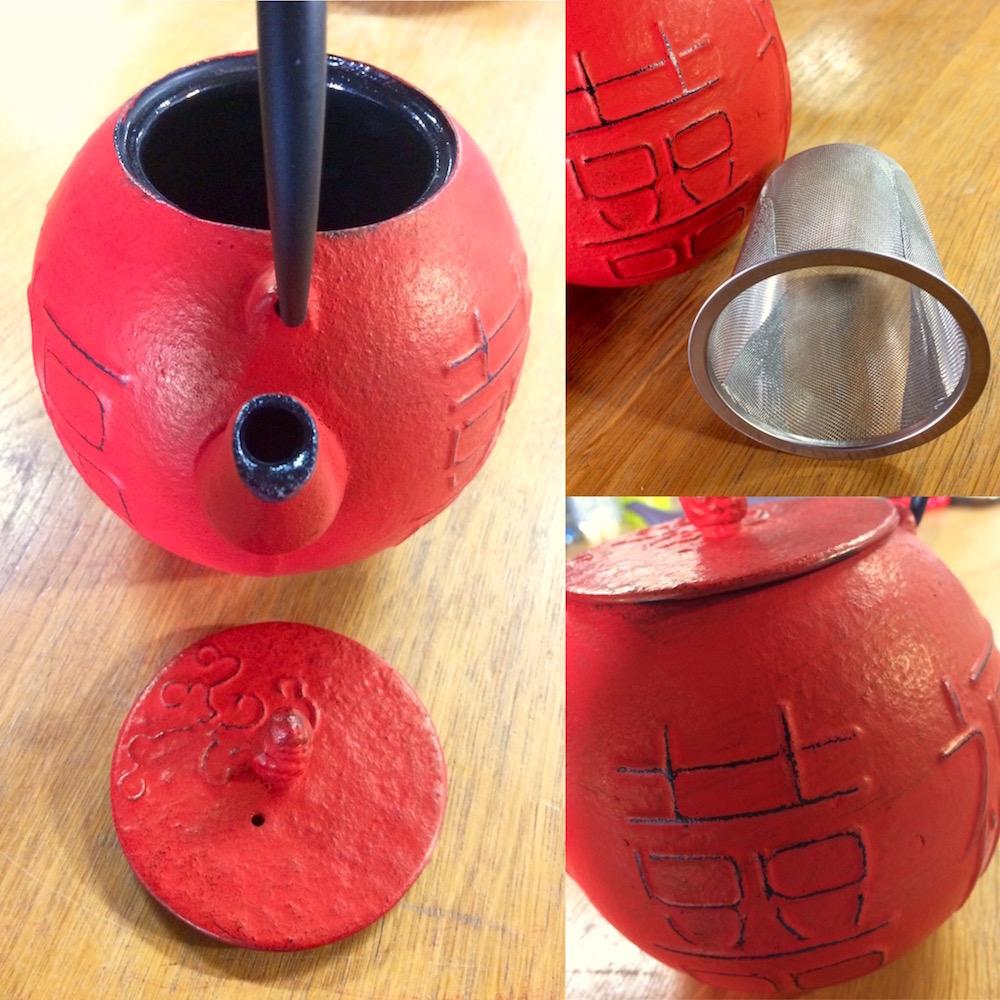 Théière en fonte rouge ronde