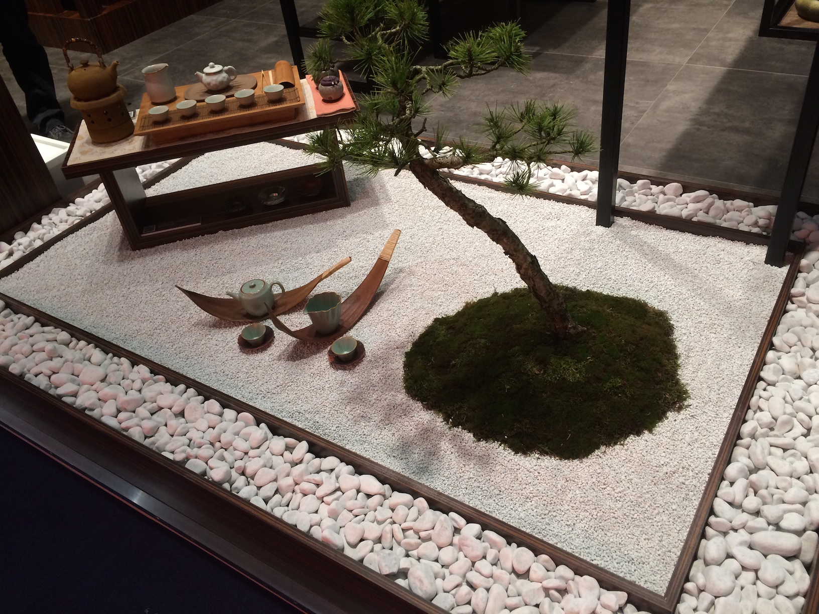 On y tait le salon des arts de la table de francfort for Mini jardin japonais d interieur