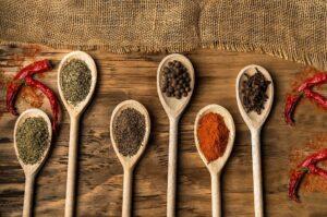 Cuillères d'épices riches en antioxydants