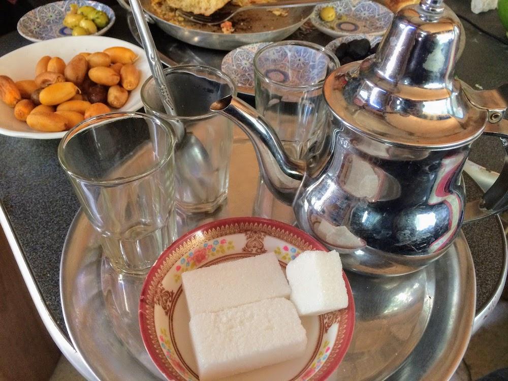 thé à la menthe traditionnel au Maroc